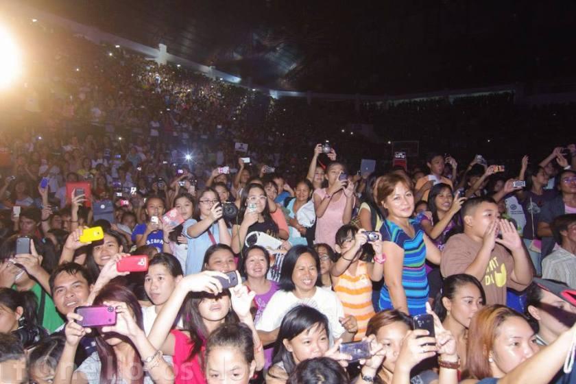 daniel crowd2