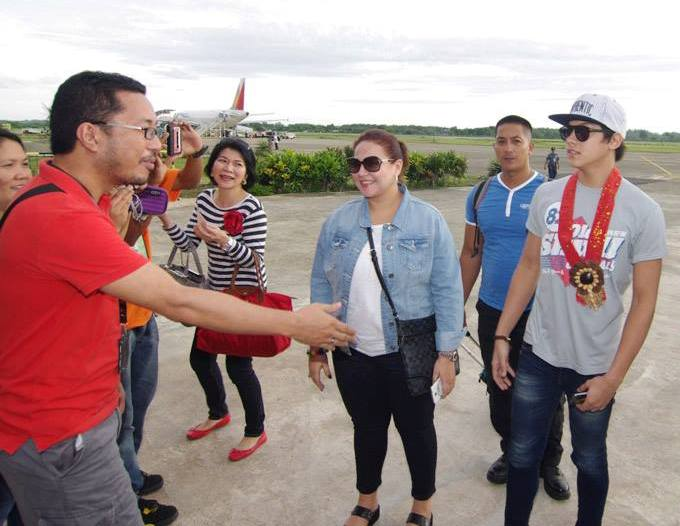 Ilocos Norte Media Head Jun Gudoy welcomes Daniel's entourage