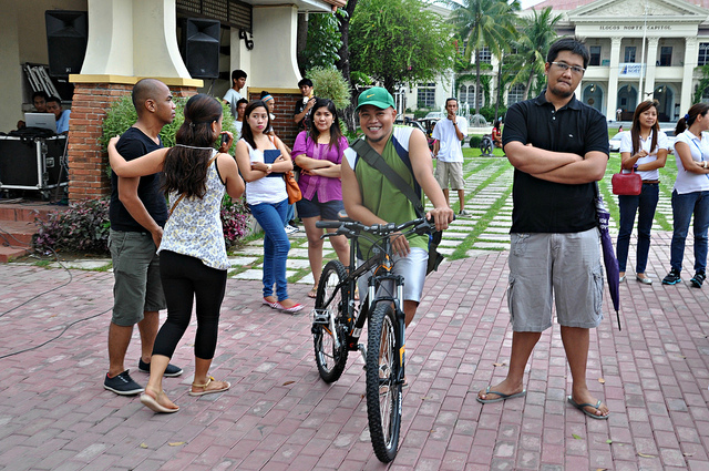 Bikers unite! Rex Alejandro (photo by blauearth http://blauearth.com