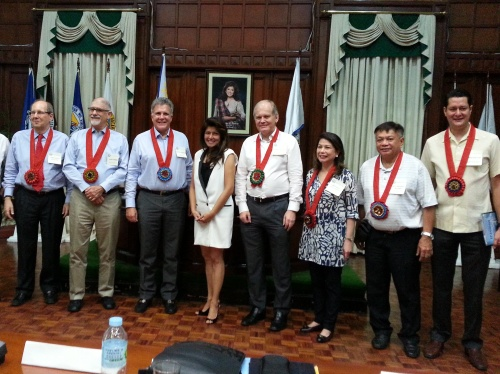 COURTING FOREIGN INVESTORS. On the invitation of Governor Imee Marcos, leaders of foreign chambers of commerce--including Europe, United States of America, Canada, Korea, and Mexico visited Ilocos Norte on May 15-17 to discuss investment opportunities in Ilocos Norte.