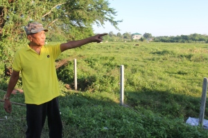 Tata Pedro shows the property where SM City Laoag will rise.